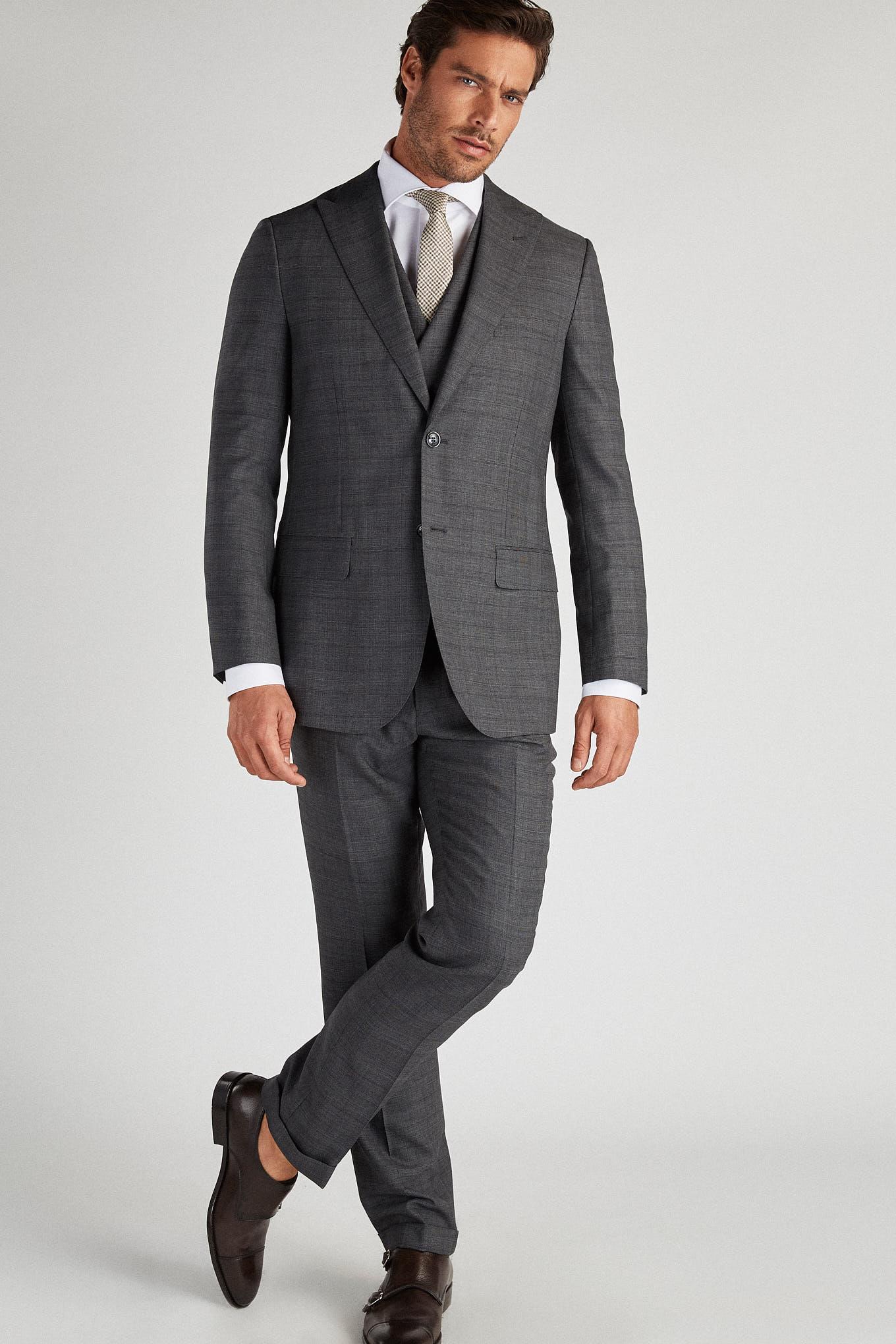 Suit with Vest Dark Grey Classic Man