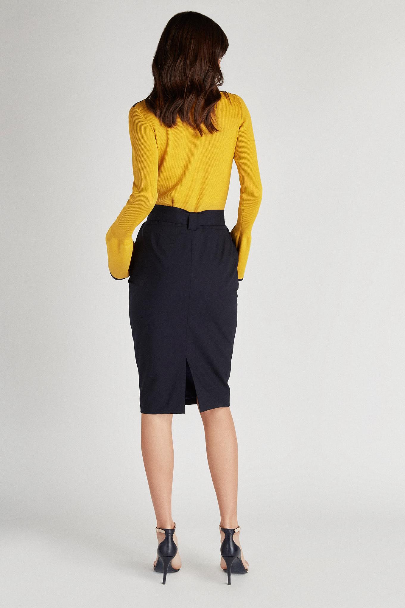Malha Amarelo Casual Mulher