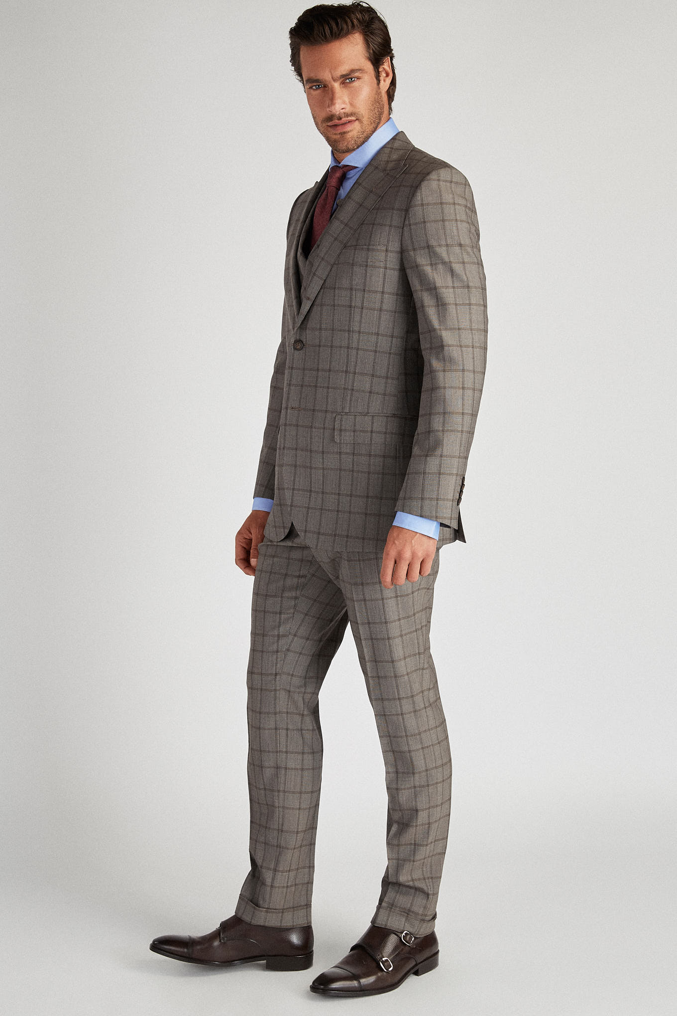 Suit with Vest Brown Classic Man