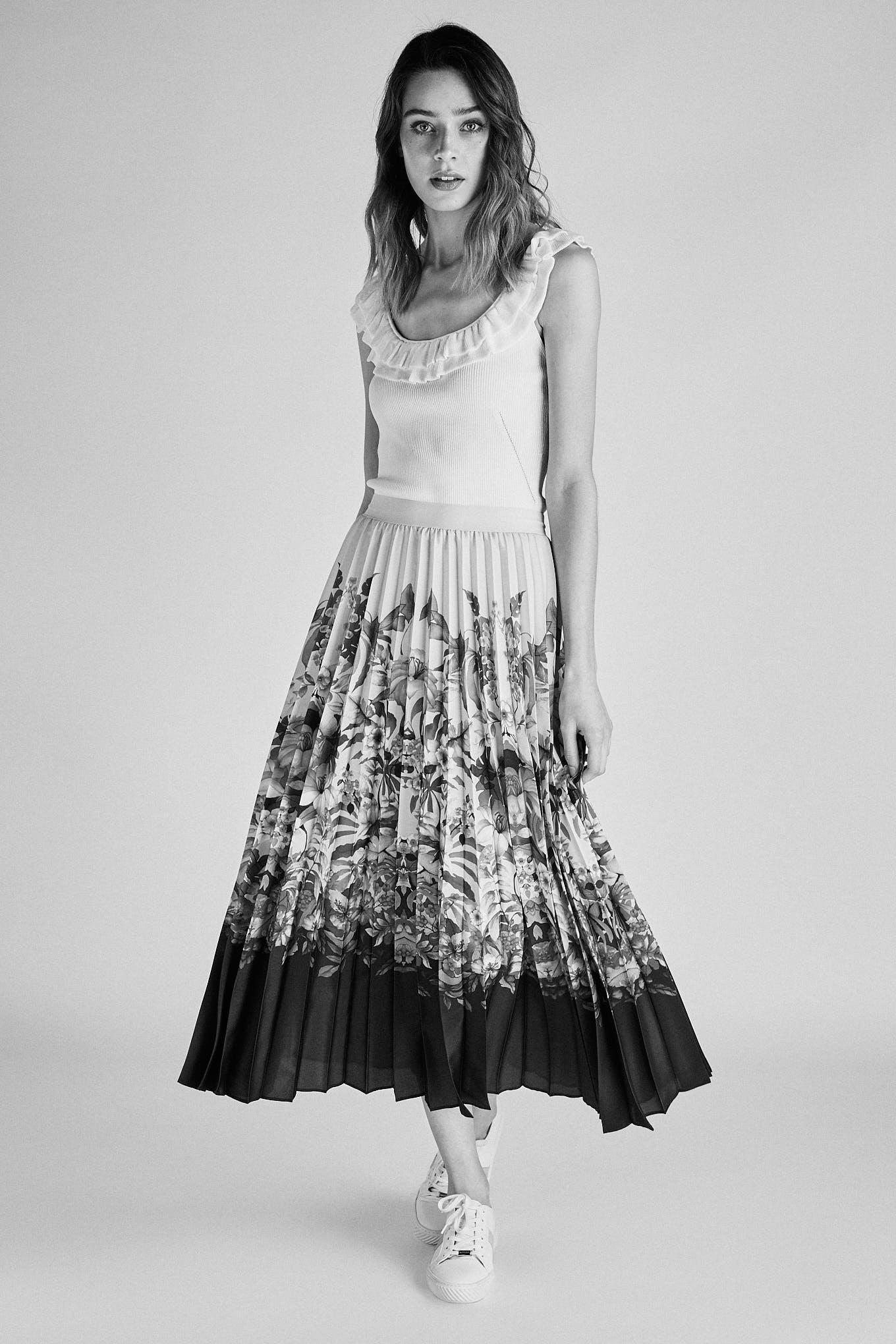Skirt Print Fantasy Woman